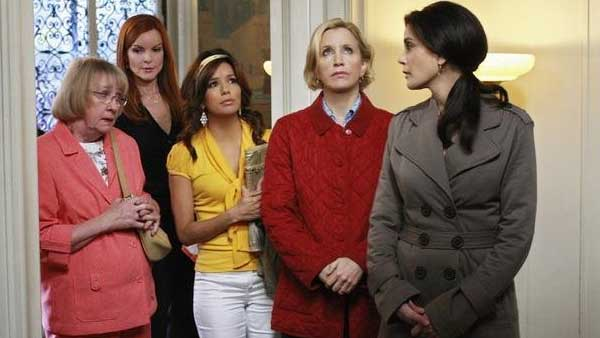 "<div class=""meta ""><span class=""caption-text "">Comedy Category:  Actresses Marcia Cross, Eva Longoria, Felicity Huffman and Teri Hatcher earn $400,000 each per episode for their roles on 'Desperate Housewives,' according to TVGuide.com. (ABC/Danny Feld)</span></div>"
